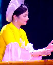 Đàn bầu Việt Nam lần đầu hòa tấu trên sân khấu âm nhạc Trung Đông