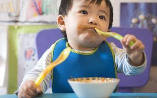 """Bé gái 1 tuổi """"thiệt mạng"""" chỉ vì cô giáo cho ăn món này: Sai lầm 99% bà mẹ Việt đều mắc phải"""