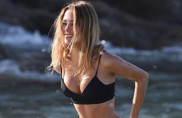 Người đẹp Kimberley Garner hút ánh nhìn khi diện áo tắm gợi cảm